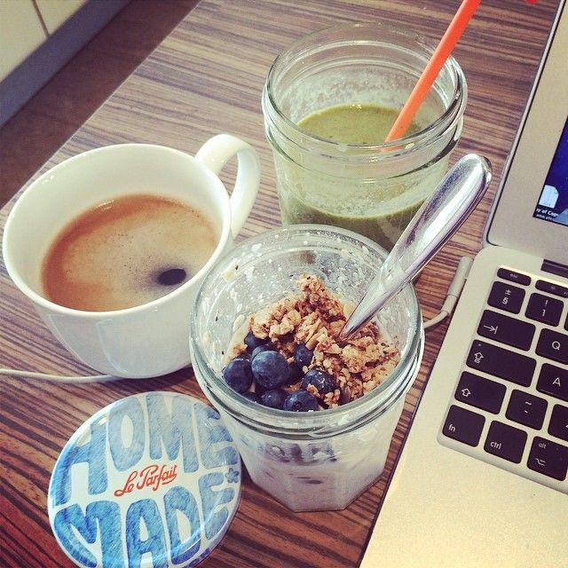Ok Monday let's do this !  #breakfast #work #healthyeating #overnightoats #almondmilk #granola #glutenfree #dairyfree #vegan