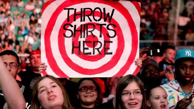 WWE.com: Fan Signs of the Week: