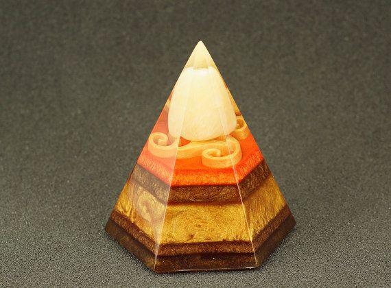 Pentagonal orgonite pyramid - Yellow calcit