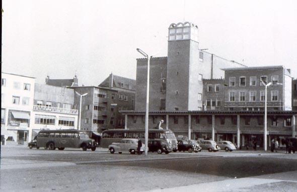 Enkele jaren later is ook Plein 1944 – dan nog het Centrumplein geheten – grotendeels af.