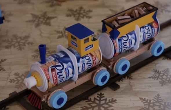 19 idéias e vários brinquedos que são feitos com material reciclado, e saiba como fazer um brinquedo divertido para seus filhos, com latas de óleo e bola de borracha.