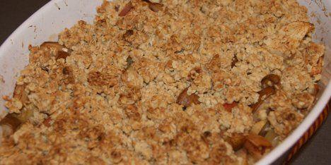 Smuldretærte smager helt fantastisk. Her laves den med æbler og pærer og kan serveres med is, flødeskum eller vanillekvark.