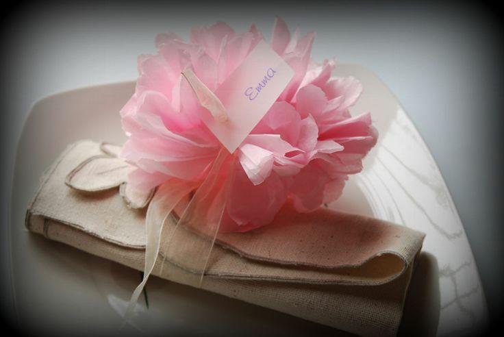 DIY: Pompones de papel seda para el seatting plan - TodoBoda.com