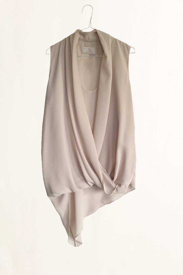 Top con drappeggio beige. #robertascarpa #fashion #dressingfab #shoponline