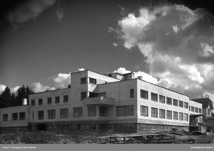 Østlandske Vanførehjem under oppføring, eksteriør, 25. 04. 1949.  @ DigitaltMuseum.no