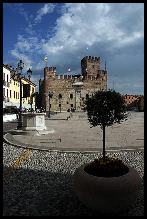 Marostica, Veneto - Italia (via Marostica, a photo from Vicenza, Veneto | TrekEarth)