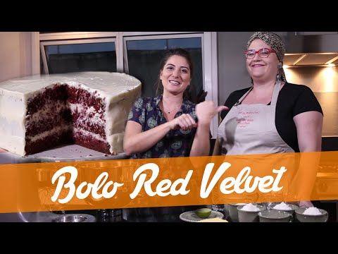 Red Velvet – com Vivian – Carol Fiorentino - 3 e 1/2 xícara de farinha de trigo peneirada 1 colher de sopa de fermento em pó 1 pitada de sal 1 colher sopa de cacau em pó Corante alimentício vermelho 150 g de manteiga sem sal, em temperatura ambiente 1/2 xícara de açúcar 3 ovos 2 colheres sopa de essência de baunilha 1 colher sopa de bicarbonato.  Preparo do Buttermilk= Adicione 1 1/2 xícara de leite e suco de 1/2 limão ou 2 col. de sopa de vinagre.Mexa e deixe repousar até talhar