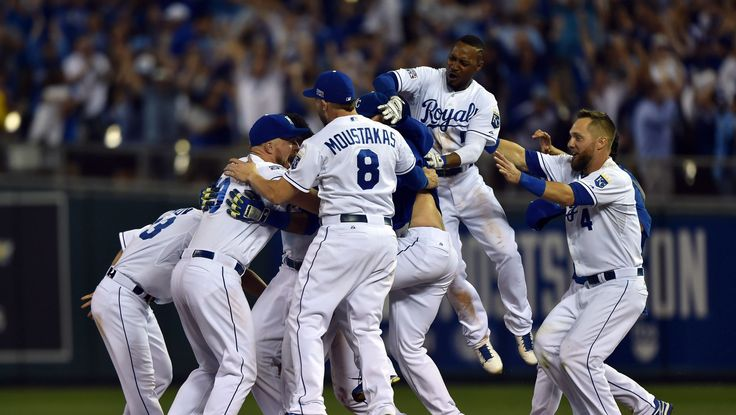 Royals advance to ALDS on walk-off hit - Peter Aiken, USA TODAY Sports
