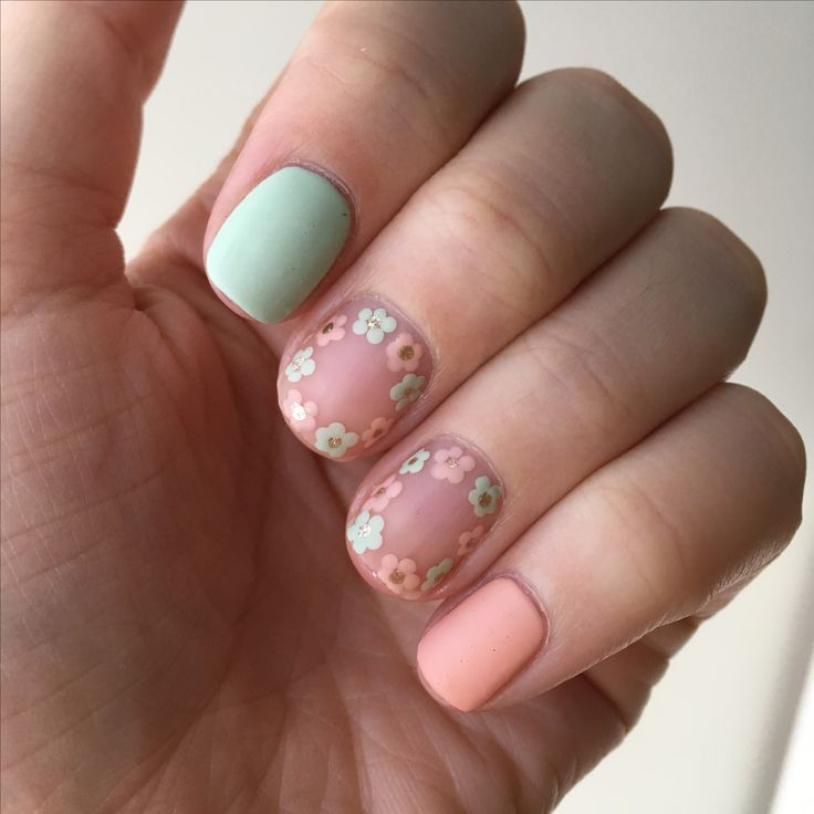 Matte Floral Nails that are perfect for Spring. If you wanna know how I did these just click onto the picture, it will take you to my blog! #NOTD #FloralNails #SallyHansen #SallyHansenCa