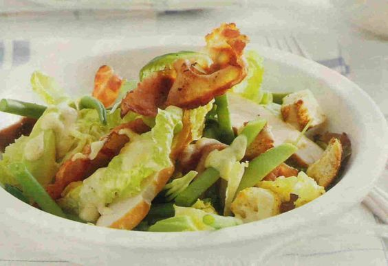 Heerlijke+maaltijdsalade+met+gerookte+kip,+boontjes,+avocado+&+bacon!