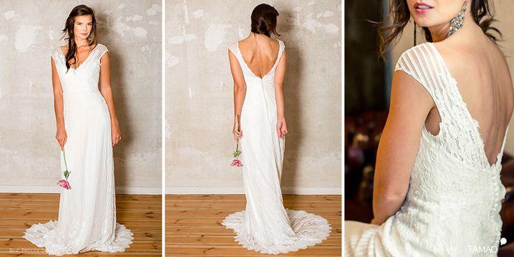 Brautkleid mit tiefem V-Ausschnitt im Vorderteil und tiefem Rückenausschnitt. Boho Hochzeitskleid, schlicht, fließend und lang romantisch von Felicita Modell Tamao - gesehen im brautgeflüster in Villach/Kärnten