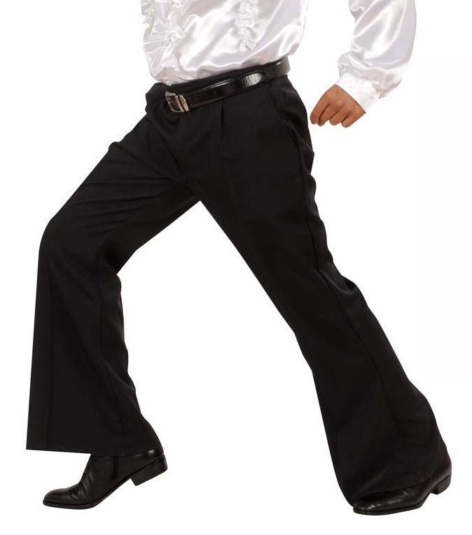Pantaloni neri a zampa d'elefante disco uomo: Questo pantalone nero per uomo è a zampa d'elefante, in perfetto stile anni 60 o 70, ha una cintura sul davanti.Il pantalone è elasticizzato per permettere un facile utilizzo e una...