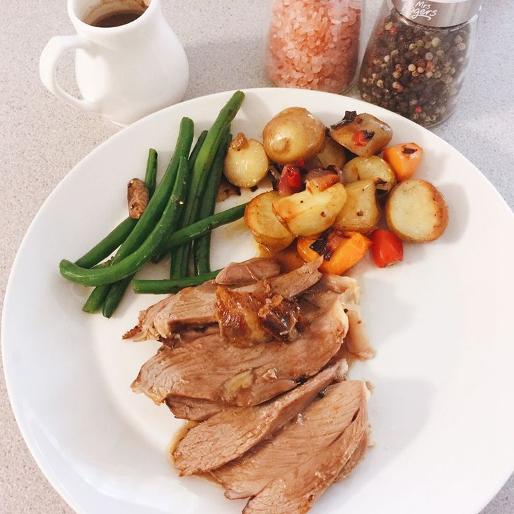 """0 Likes, 1 Comments - Eve (@evelyny) on Instagram: """"Sunday dinner: rosemary & garlic roast lamb with lots of veges #evelittlekitchen #homecooking"""""""