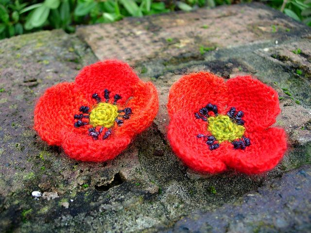 Field Poppy pattern by Lesley Stanfield #knit #free_pattern