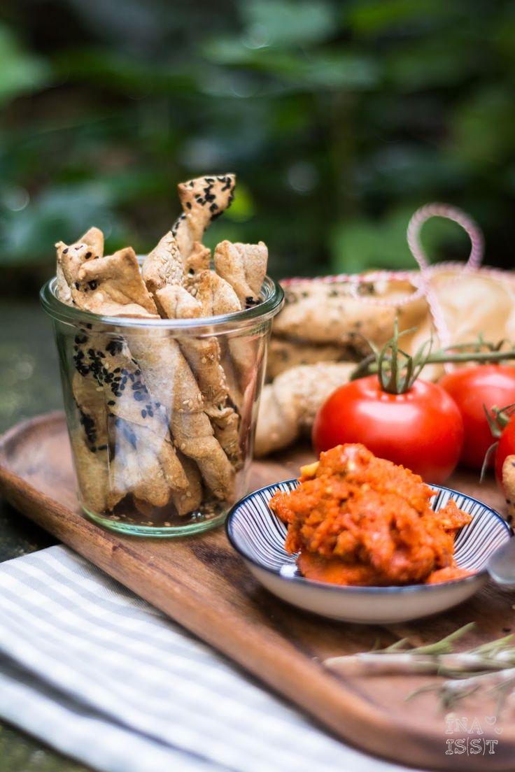 Ina Is(s)t: Zeit für ein Picknick - Knusperstangen mit Tomatenbutter