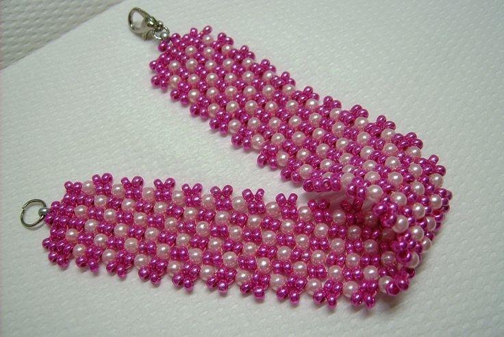 Ny-597 Pink és rózsaszínű, tekla és kása üveg gyöngyös karkötő. Kapcsolója nikkel színű delfin kapocs. Méret: 17,5 cm. Kérésre lánchosszabbítóval a méret + 4 cm-rel növelhető. 500.-Ft.