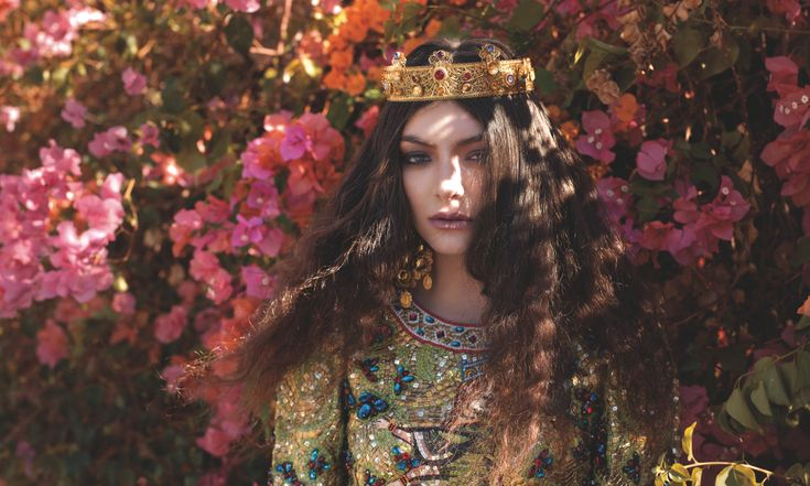 Lorde-Shot-2013-11-12-at-10.33.17-AM-e1384272322726