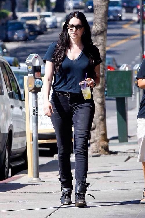 laura prepon - What a beautiful hip! Yum Yum Yum! <3
