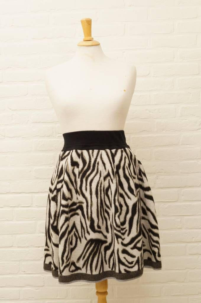 MarcCain Casual chique rok| Maat 38 | €50,- | http://www.firstclasssecondhand.nl/marccain-casual-chique-rok-maat-38.html