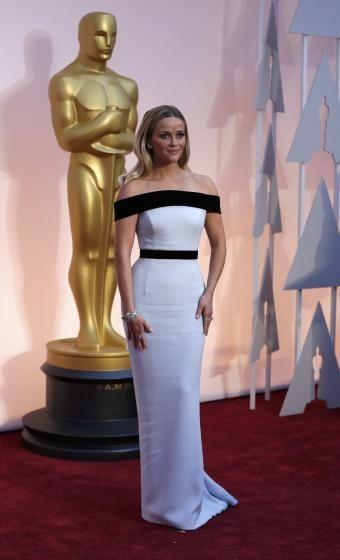 Oscarmode: Reese Witherspoon: »Das Kleid ist recht einfach - aber es passt zu ihr«, sagt Gottfried. »Es ist klassisch, hat Stil und die Meerjungfrauen-Silhouette houte wirkt sehr feminin.«  (Bild: Reuters)