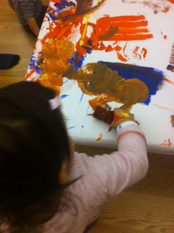attività di pittura libera con i colori + lettura de Quanti colori, Alex Sanders, Babalibri