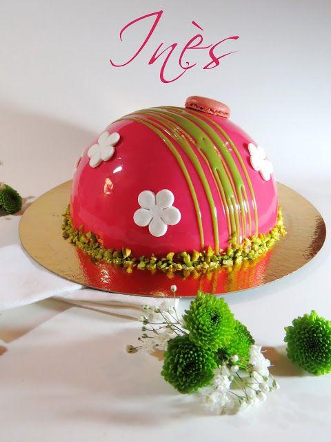 Ines : croustillant pistache, un crémeux vanille, un financier pistache et fruits rouges et finalement une mousse fruits rouges.