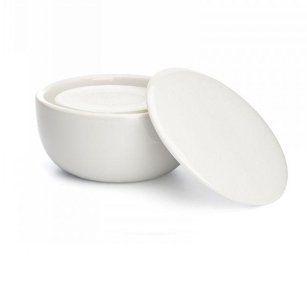 Tradycyjne, subtelnie pachnące, mydło do golenia zostało stworzone jako unikalna kombinacja naturalnych składników wzbogaconych ekstraktami roślinnymi. Luksusowa piana zapewnia gładkie i komfortowe golenie. Formuła dla skóry wrażliwej - aloes naturalnie przygotowuje wrażliwą skórę do golenia, jest znany z właściwości kojących, ochronnych i naprawczych.