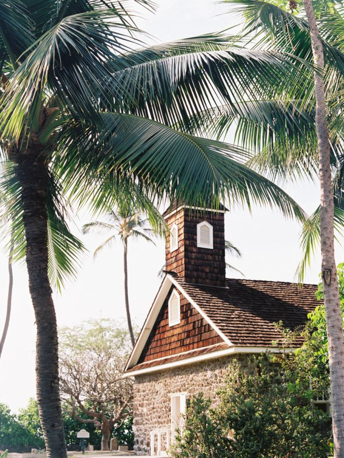 Close your eyes and picture a wedding in Maui. White sand beaches, tall palm trees, fresh flower leis, tropical colors and hula dancing all should come to mind. Now open your eyes and look at this absolutely gorgeous day fromLVL