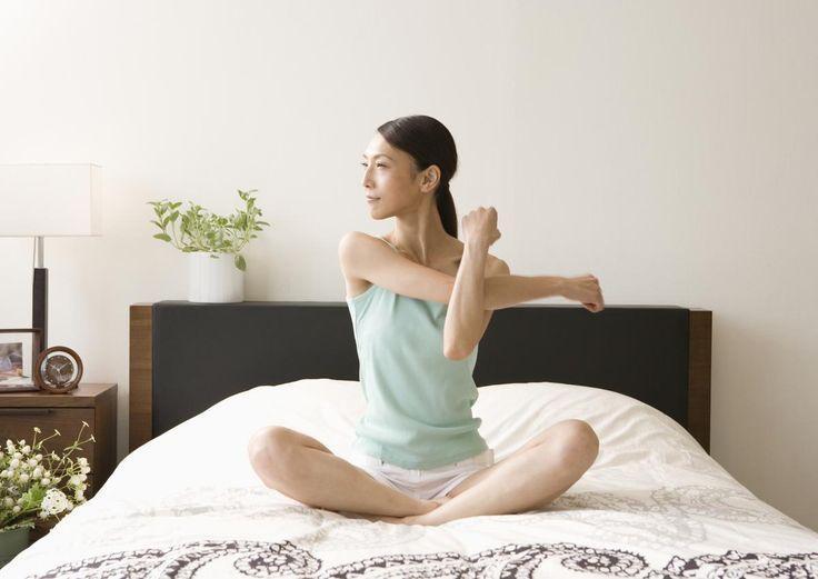 Crampes intempestives, gesticulations sous la couette, cerveau en ébullition… quelques astuces pour se détendre avant de dormir!