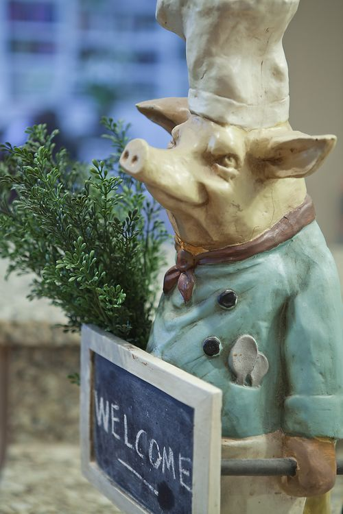 Kitchen Pig Perfect Decor!