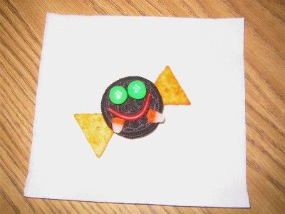 bat treat: oreo, licorice, triangle crackers, 2 m&ms and candy corn fangs