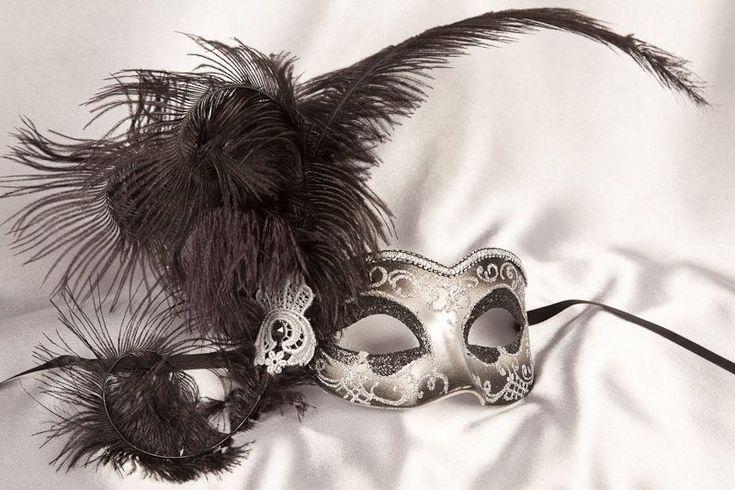 Elegant Masquerade Masks for Prom | semplice-lato-silver-mask-10-masquerade-prom-masks