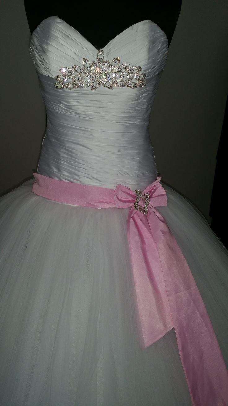 Bérelhető Menyasszonyi ruha .