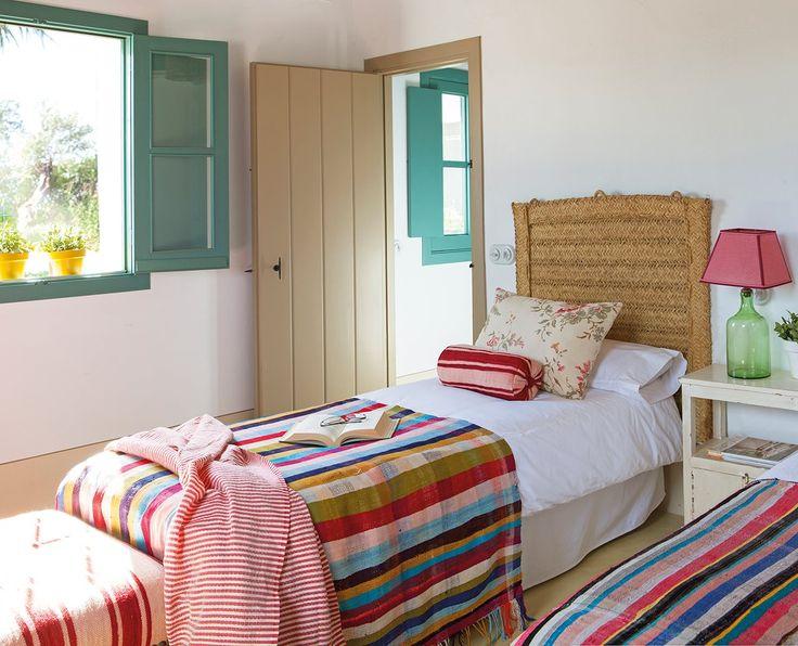 Una casa de verano en el sur llena de color · ElMueble.com · Casas                                                                                                                                                     Más
