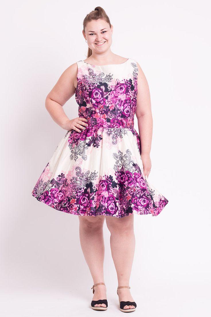 Lækre 50er Kjole med Lilla Blomster 50 Modetøj til Damer i behagelige materialer