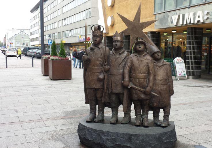 Tiernapojat statue in Oulu Finland, sculptor Sanna Koivisto (photo Arja Keskitalo)