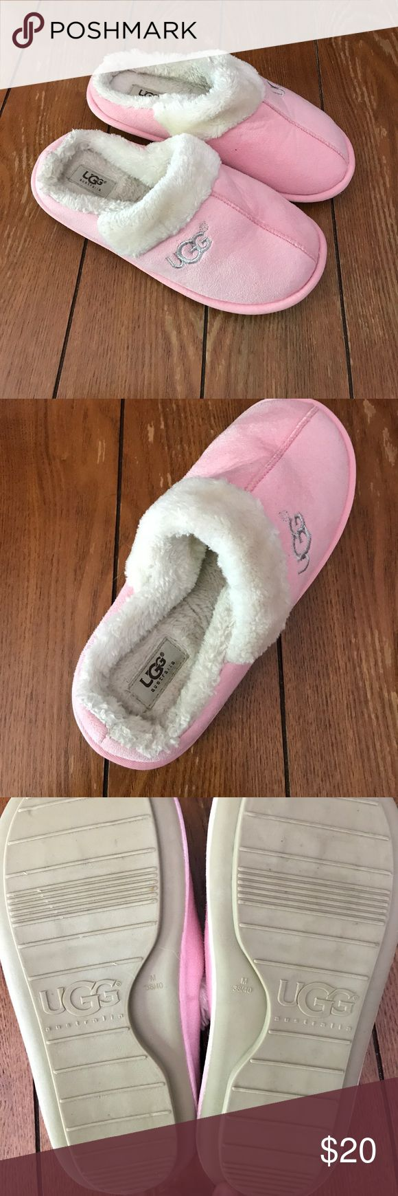1️⃣HOUR SALE💰 Ugg slippers Ugg slippers in a baby pink color. They are in awesome condition. The fur on outside is in amazing condition. Fur on inside is in good condition. I tried them on as a Christmas gift and they never fit, I wore them once or twice. These shoes have NO stains on the outside and the bottom of the shoe has a minimal dirt but that is expected (& can be seen in the picture)! Any questions ask below. UGG Shoes Slippers