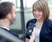 Journalistik (B.A.)  Katholische Universität Eichstätt-Ingolstadt Die Katholische Universität Eichstätt-Ingolstadt bietet zwei Einstiege in den Journalismus: über einen Bachelor- und über einen Master-Studiengang.  Das BA-Studium vermittelt in sechs Semestern jene Fähigkeiten, die unverzichtbar sind, um den Beruf verantwortungsvoll ausüben zu können.
