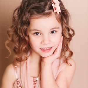 young-girl-with-curly-hair.jpg (300×300)