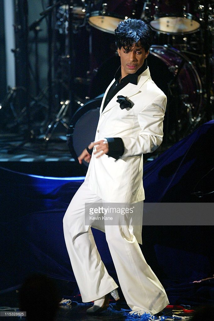 prince 2004 rock and roll hall of fame   Prince performs after being inducted into the Rock and Roll Hall of ...