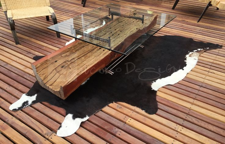 Chicureo Design. Alfombra de cuero de vacuno argentino de color negro con bordes blanco. www.chicureodesign.cl