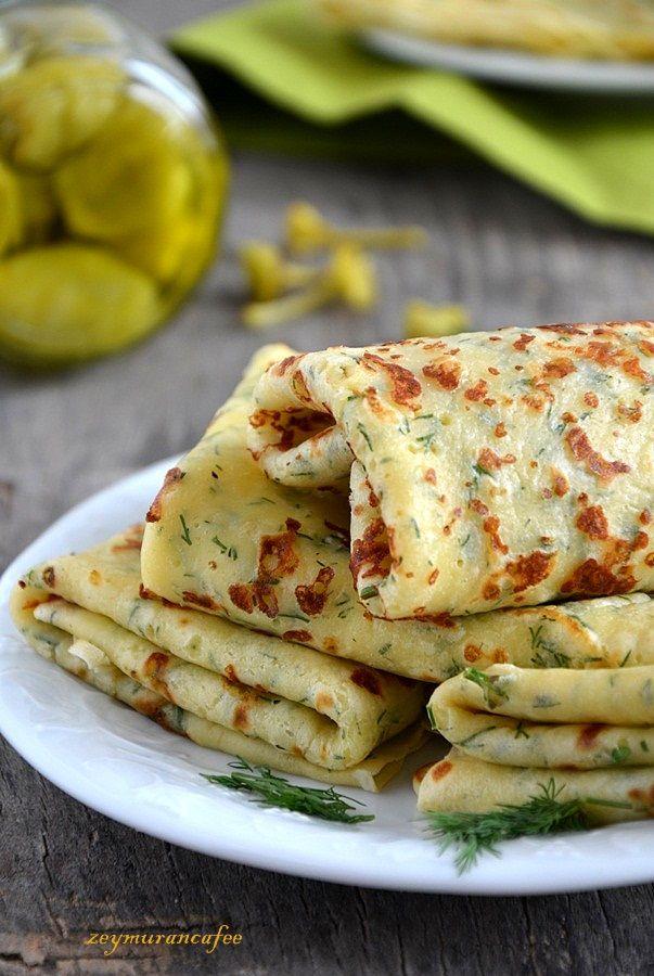 Dereotlu krep tarifi kahvaltı sofrasında tercih edebileceğiniz harika bir kahvaltılık önerisi. Hamurunda tuz kullandığımız krepi yemek tariflerine ekleyin mutlaka. Kaymakla ve krem peynirle harika ...