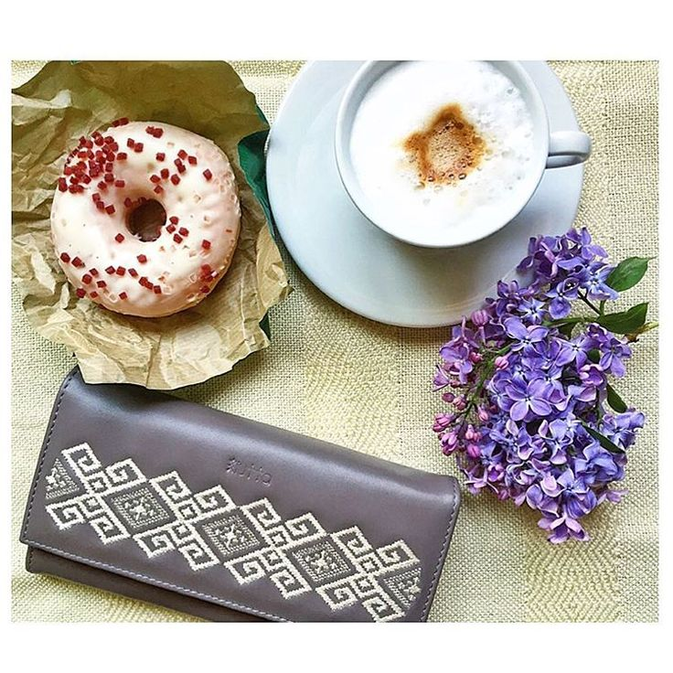 A good morning starts like this. #iutta #wallet #embroidery #leather #morning #motifs