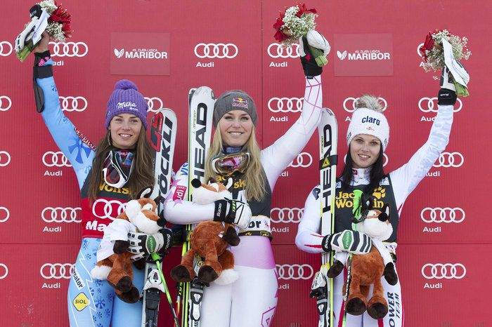 Lindsey Vonn celebrates after winning the FIS Giantslalom Worldcup