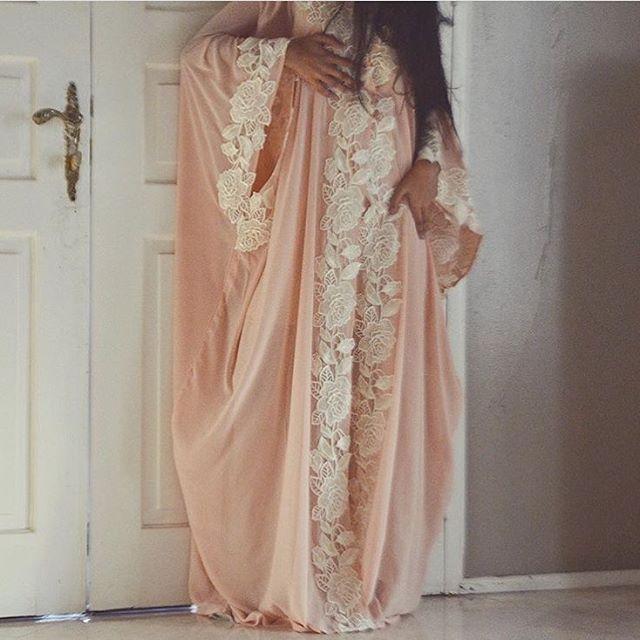 Arabian Butterflies | Nuriyah O. Martinez | IG: BarelyBlush | Very elegant abaya with lace