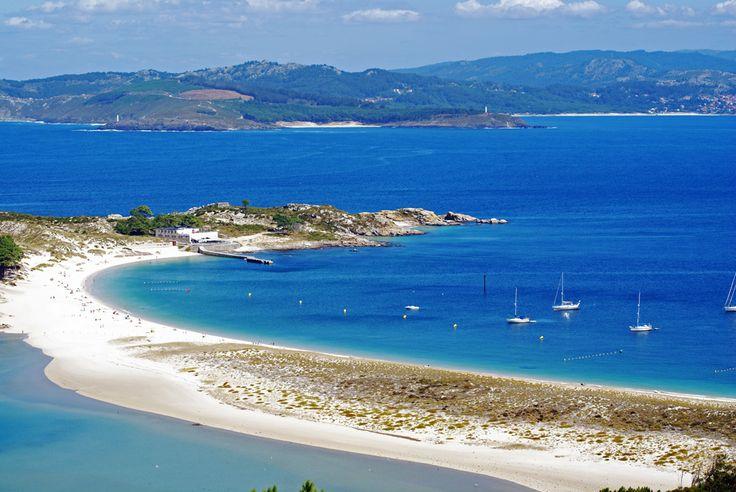 ¿Imaginas coger un #barco y desembarcar en una #playa paradisíaca? En las Islas Cíes, situadas en la provincia de #Pontevedra, podrás disfrutar de unas magníficas y relajantes jornadas. ¡No te lo pierdas! #Vivesoy #Turismo #Verano #IslasCies #Vacaciones #Disfrutar #Viajar
