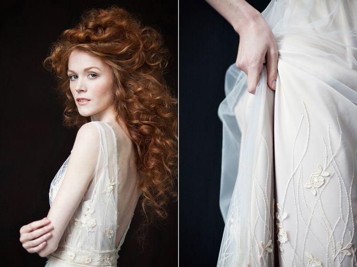 Свадебное или вечернее платье FLORA от www.bohemian-bride.com с открытой спинкой и изящным растительным узором по подолу и лифу, подойдет как для романтичных многолюдных свадеб на природе, так и для камерных мероприятий в городе, одинаково хорошо смотрится вблизи и на общих планах. Платье деликатно расшито жемчужинками, есть небольшой шлейф, нижнее платье жемчужно-нюдового оттенка. Бохо   Богемный   Винтажный   Кружево   Прическа невесты   Макияж   Образ   Рыжая   Фотограф