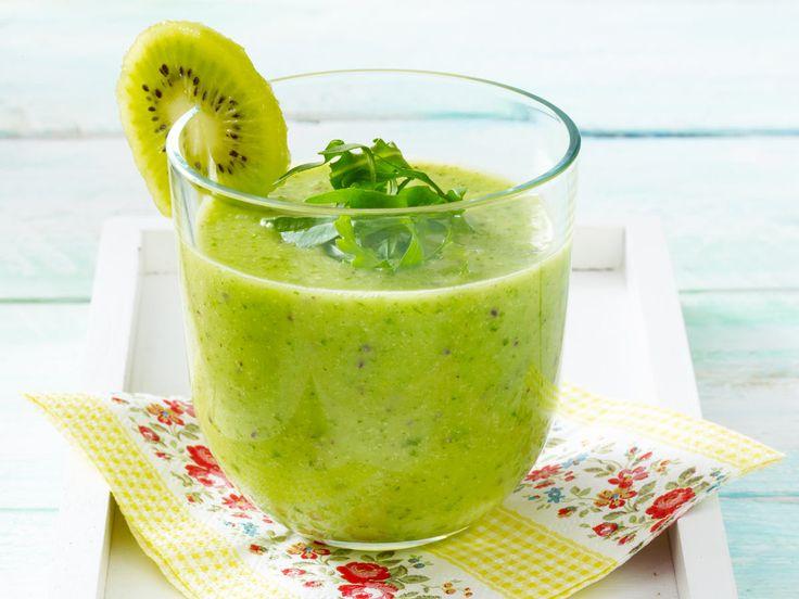 Gesund und lecker: Ein Kiwi-Smoothie stärkt die Abwehrkräfte und sorgt mit seinem spritzig-sauren Geschmack für gute Laune! Wir zeigen wie's geht.