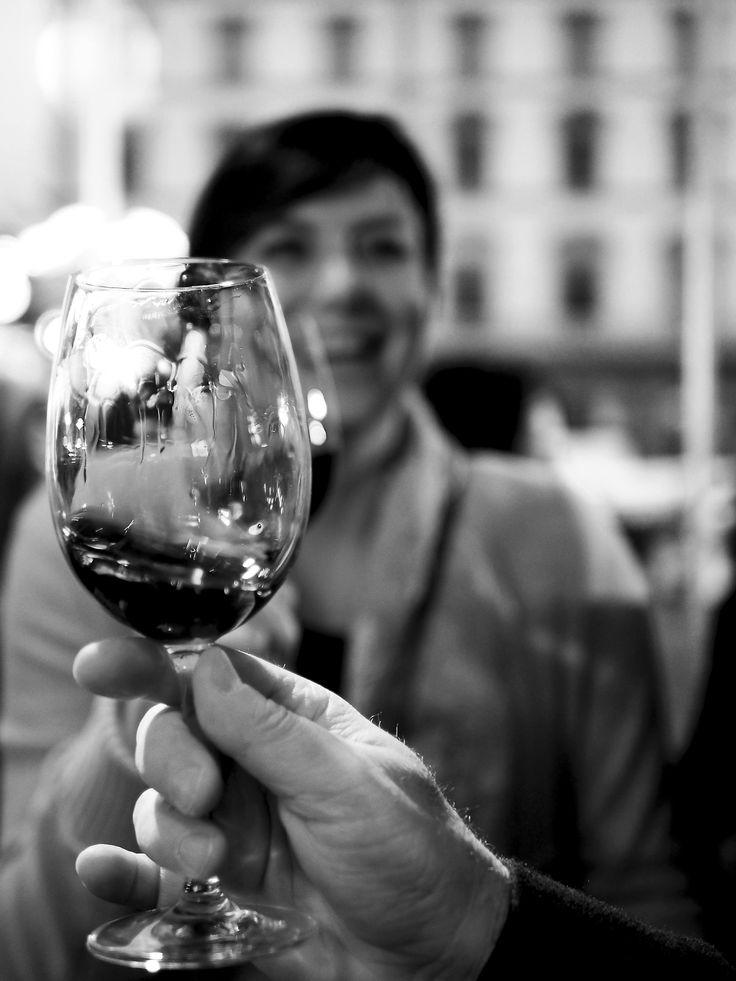 Wine tasting in Repubblica square, Florence!