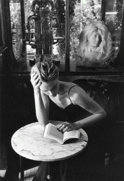 Ferdinando Scianna né en 1943 en Sicile, est un photographe et journaliste, membre de l'agence Magnum photos depuis 1989